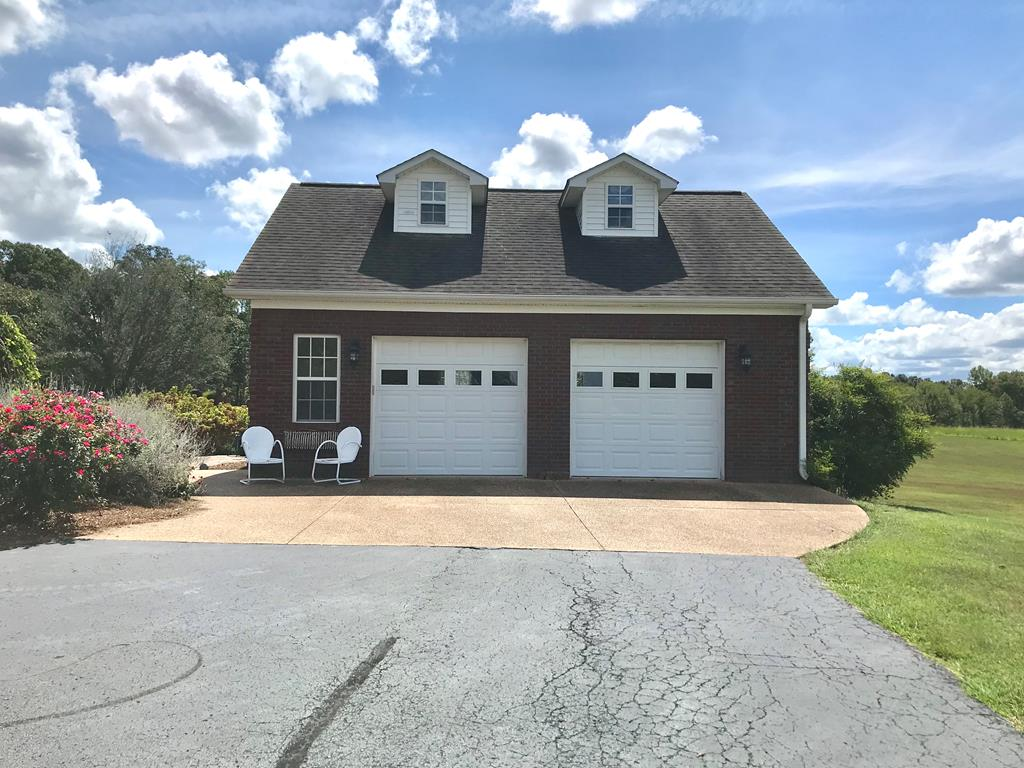 Detached 2 car garage with apartment