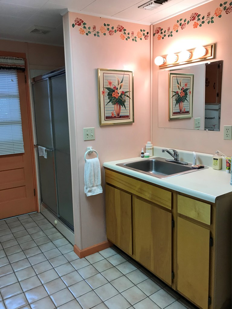 Laundry room with shower and sink