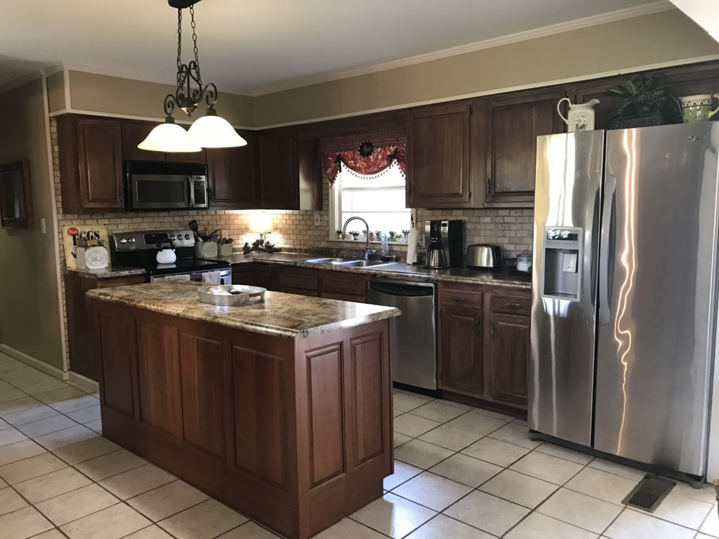 All stainless appliances remain with kitchen