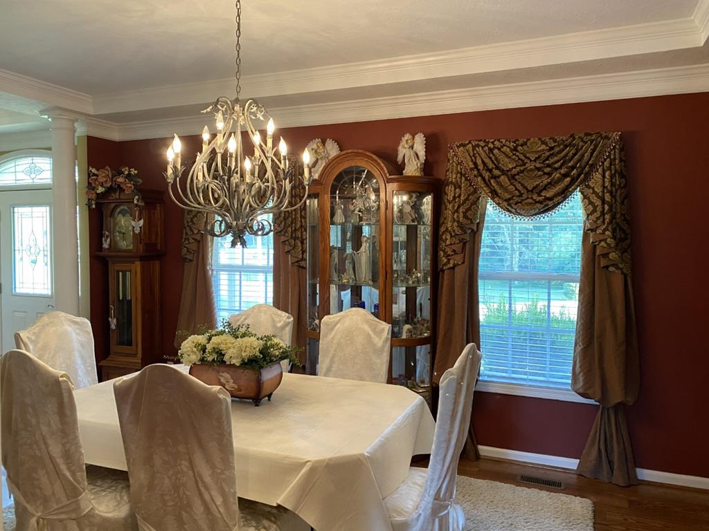 Elegant dining room with tray ceiling